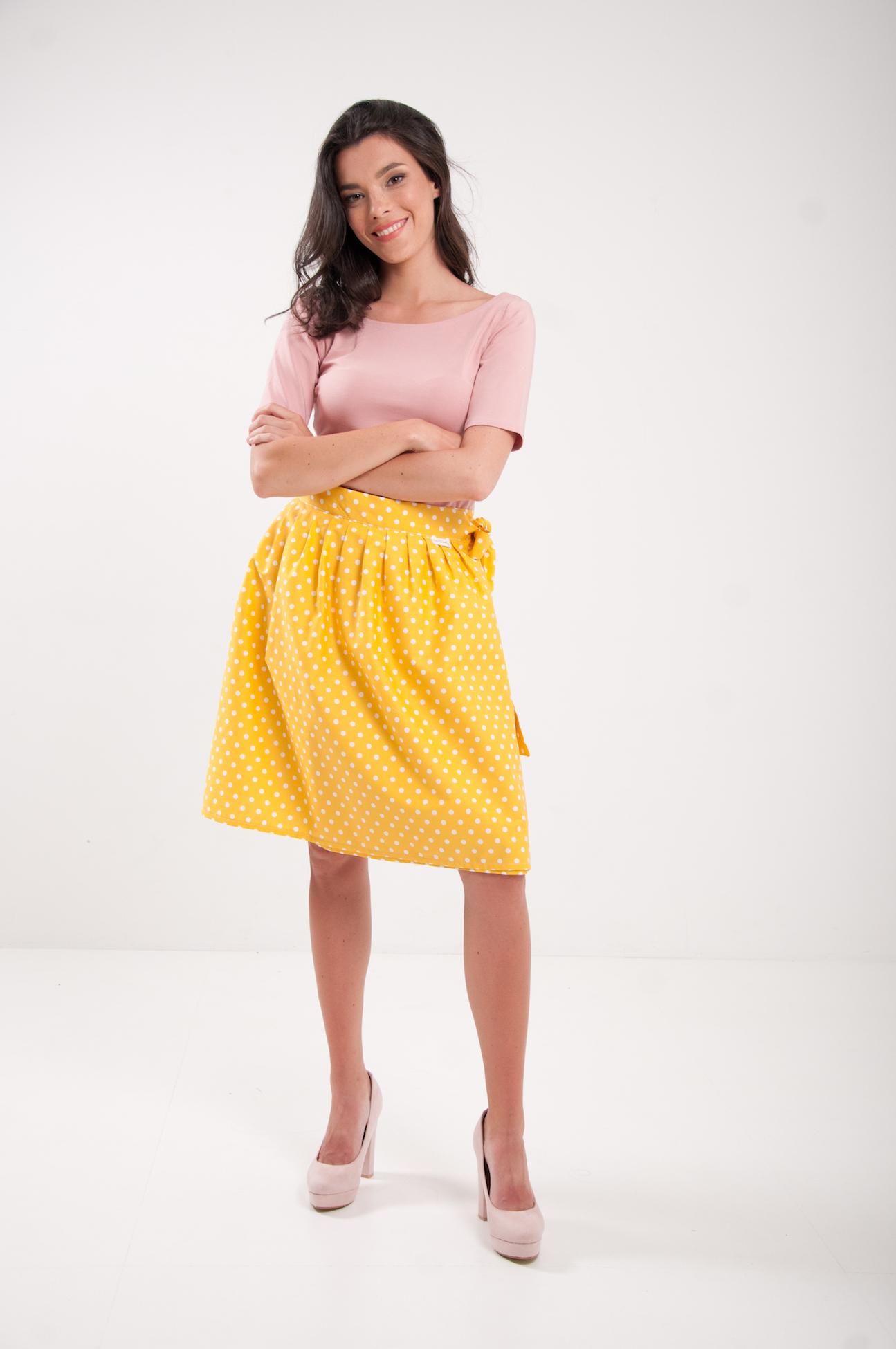 4c3b7a6278fd Zavinovacia sukňa bodkovaná Retro žltá