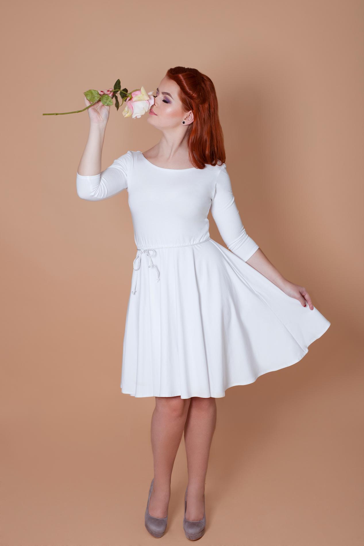 Biele bambusové šaty s výstrihom Snehulienka 701e789fe33
