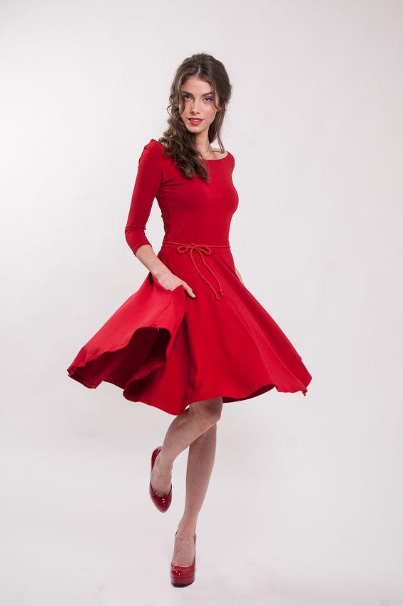 Červené bambusové šaty s výstrihom Karkulka