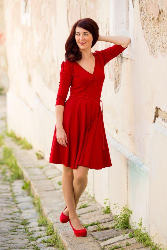 Červené bambusové šaty riasené Ruženka