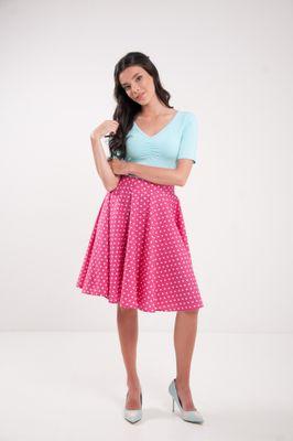 Kruhová bodkovaná sukňa cyklamenová