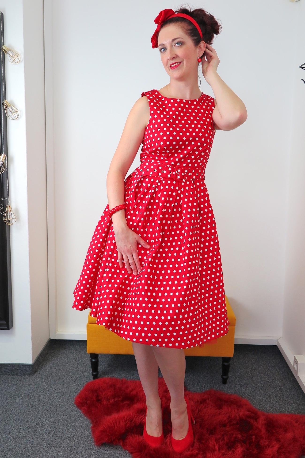 089df1aaab9c Retro šaty bodkované Lola. Štýlové červené retro šaty s bielými bodkami.